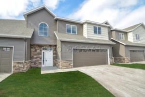 4909 CURT CIR, GRAND FORKS, ND 58201