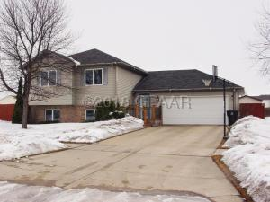 5298 9TH AVE N, GRAND FORKS, ND 58203