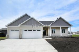 5925 PRAIRIEWOOD E, GRAND FORKS, ND 58201