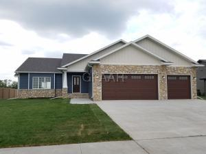 290 SANDPIPER LN, GRAND FORKS, ND 58201