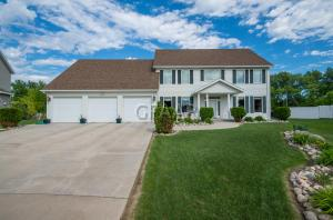 1633 NORDONNA CIR, GRAND FORKS, ND 58201