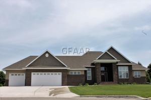 585 VINEYARD Drive, GRAND FORKS, ND 58201