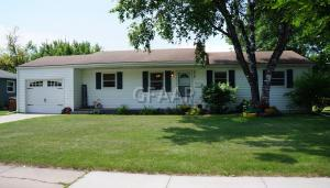 9 WYLIE Court NW, EAST GRAND FORKS, MN 56721