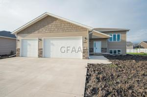 3248 44TH Avenue S, GRAND FORKS, ND 58201