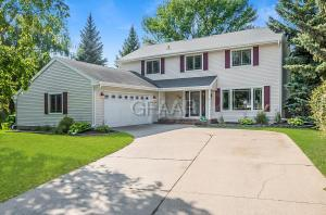50 SLOPING HILLS COVE, GRAND FORKS, ND 58201