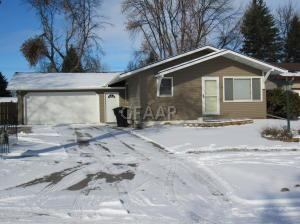 2210 WESTWARD Drive, GRAND FORKS, ND 58201