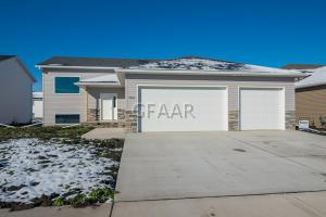 3260 44TH Avenue S, GRAND FORKS, ND 58201