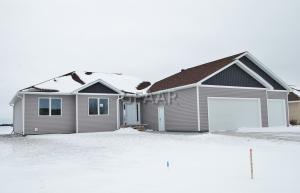 834 GREENWAY BLVD SE, EAST GRAND FORKS, MN 56721