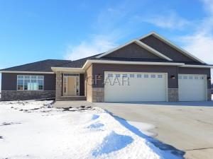 5989 WYDOWN DR, GRAND FORKS, ND 58201
