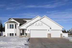 802 49TH Avenue S, GRAND FORKS, ND 58201