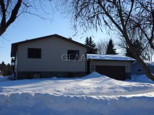 305 WINDWARD HILLS Avenue, GRAND FORKS, ND 58201