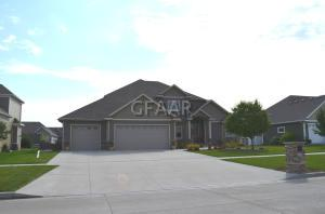 1457 KINGS VIEW DR, GRAND FORKS, ND 58201