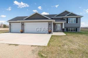 3351 LUCKE Lane E, GRAND FORKS, ND 58201