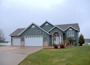 3696 POPLAR Circle, GRAND FORKS, ND 58201