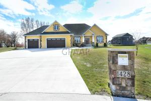 1428 CRYSTAL Circle SE, EAST GRAND FORKS, MN 56721