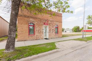 417 4TH AVE, REYNOLDS, ND 58275