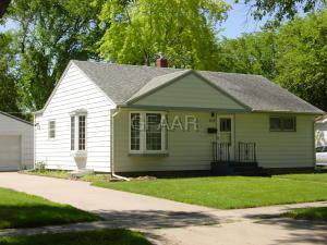 1115 LETNES Drive, GRAND FORKS, ND 58201