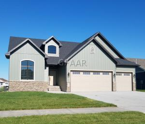 6005 E PRAIRIEWOOD Drive, GRAND FORKS, ND 58201