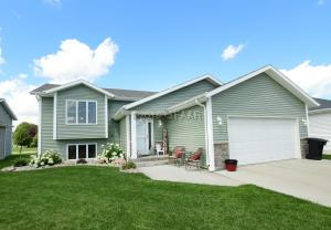 4736 PINES CIRCLE, GRAND FORKS, ND 58201