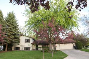 102 BREEZY HILLS, GRAND FORKS, ND 58201