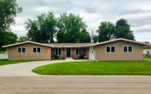 119 EASTVIEW Drive, LARIMORE, ND 58251