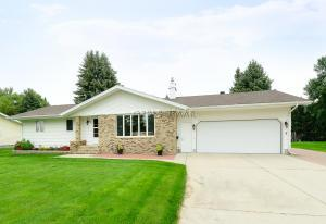 202 49TH Avenue S, GRAND FORKS, ND 58201