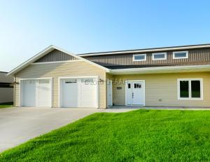 3940 IVY DRIVE, GRAND FORKS, ND 58201