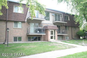 1814 22ND Avenue S, GRAND FORKS, ND 58201