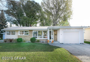 1518 7TH Avenue NW, EAST GRAND FORKS, MN 56721