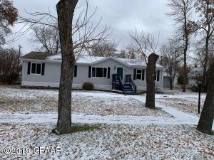 216 4TH Street W, LAKOTA, ND 58344