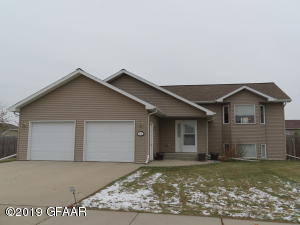 3715 HALEIGH Drive, GRAND FORKS, ND 58201