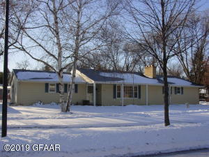 235 27TH Avenue S, GRAND FORKS, ND 58201
