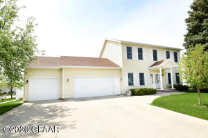 1296 RUSSET Circle, GRAND FORKS, ND 58201