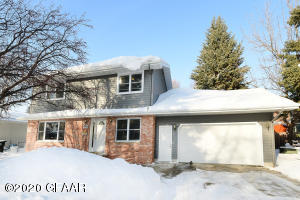 800 25TH Avenue S, GRAND FORKS, ND 58201