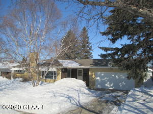 4 WYLIE CT NW, EAST GRAND FORKS, MN 56271
