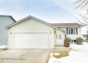 5156 7TH Avenue N, GRAND FORKS, ND 58203