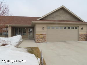 1602 38TH Avenue S, GRAND FORKS, ND 58201