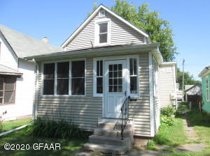 413 OAK ST, GRAND FORKS, ND 58201