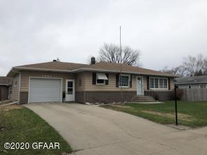 1322 GRIGGS Avenue, GRAFTON, ND 58237