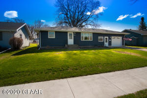 429 3RD Avenue SE, EAST GRAND FORKS, MN 56721