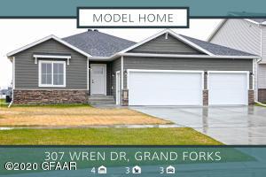 307 WREN Drive, GRAND FORKS, ND 58201