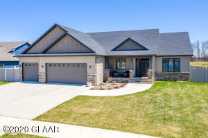 5760 E PRAIRIEWOOD Drive, GRAND FORKS, ND 58201
