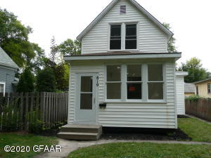 819 CHESTNUT Street, GRAND FORKS, ND 58201