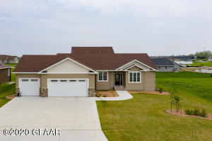 2418 ST ANDREWS Drive NW, EAST GRAND FORKS, MN 56721