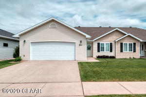 2412 PEMBROOKE DR, GRAND FORKS, ND 58201