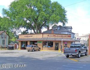 124 BELMONT Road, GRAND FORKS, ND 58201