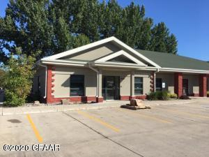2820 19TH Avenue S, GRAND FORKS, ND 58201