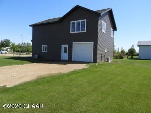 2606 PRAIRIEWOOD LANE, WARWICK, ND 58381