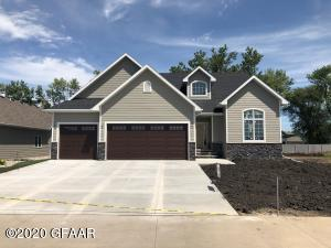 528 AUTUMN WOODS BLVD, GRAND FORKS, ND 58201