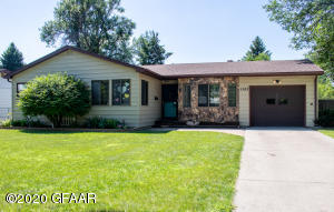 1502 17TH Street S, GRAND FORKS, ND 58201